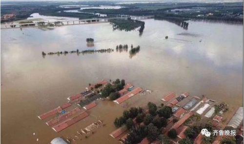 洪水淹到屋檐
