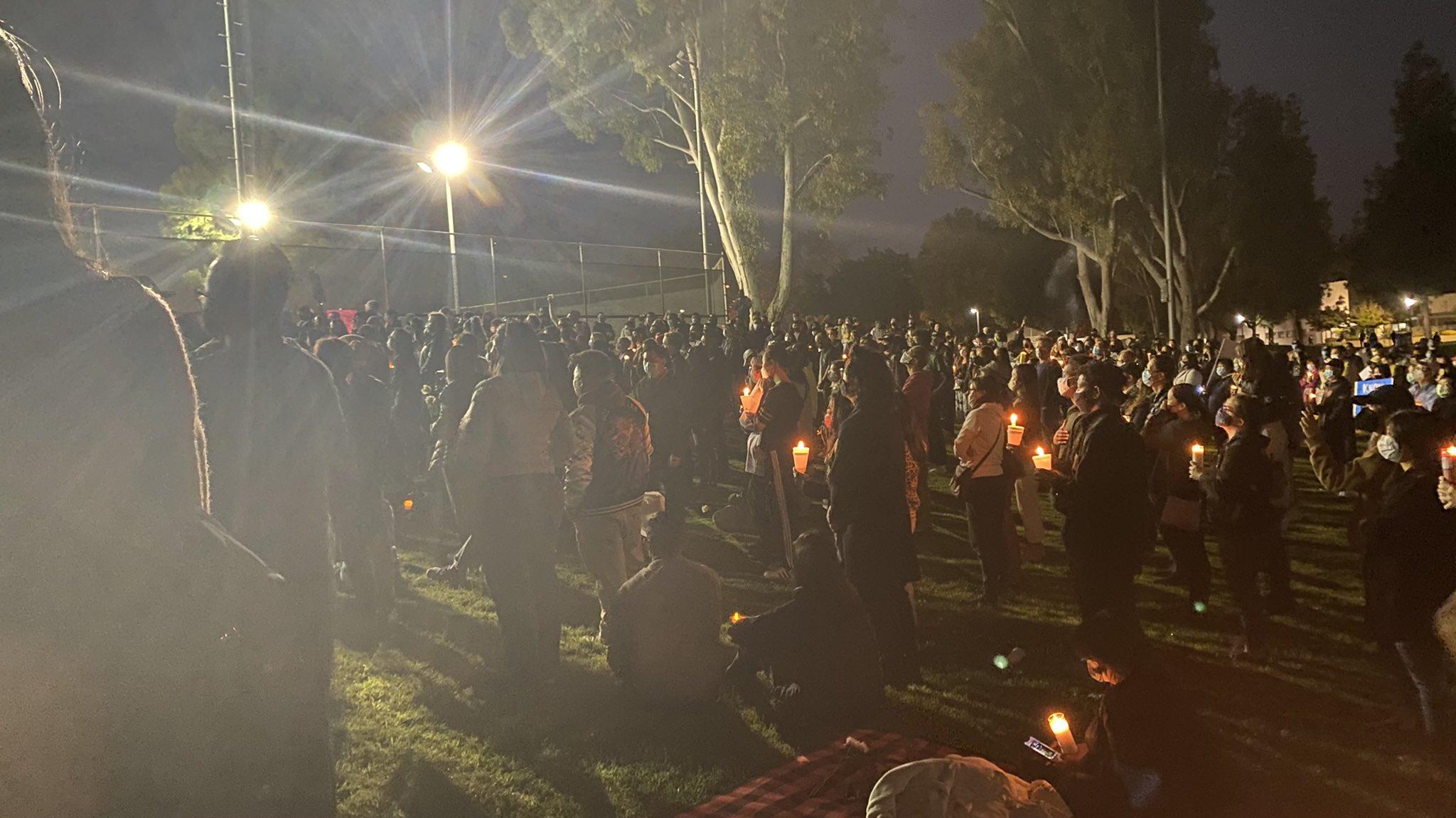 图为阿罕布拉举办的守夜运动。(推特)