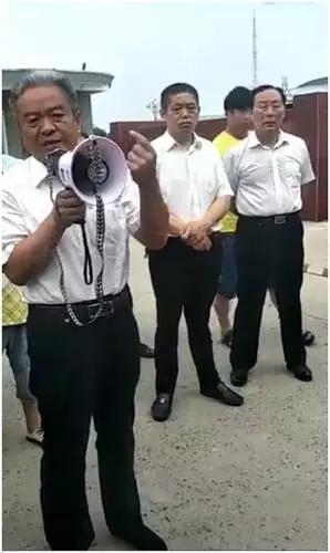 崔黎(左)