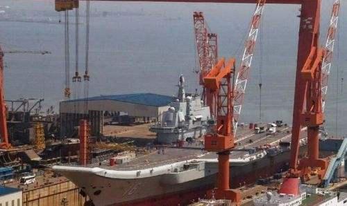 ▲ 辽宁舰在试航期间,也进了一次船坞进行简单的坞修