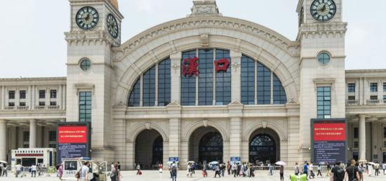 首趟离汉返京专列:有人滞留76天后返京谋生 有人在车上备考做题图片