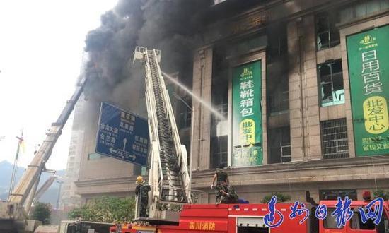 塔沱市场火灾现场 达州日报网 图