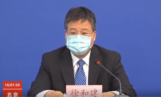[摩天代理]小心有些感冒其实是新冠肺摩天代理炎图片