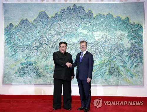 4月27日朝韩首脑会晤。(图片来源:韩联社)