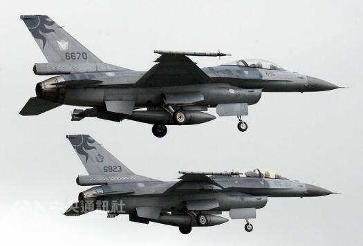 台湾登山客发现飞机残骸 疑似台军失联F-16战机