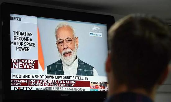 27日,莫迪向全国民众做直播讲话. 图源:NBC News