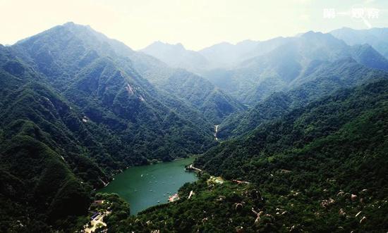 2019年7月14日拍摄的秦岭翠西岳天池。(新华社记者 刘潇 摄)