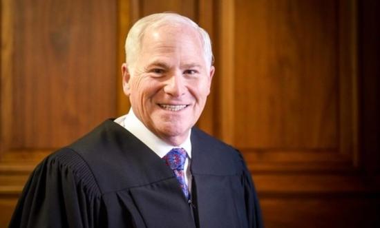 法官斯格因克曼。/法律新闻网站Law截图