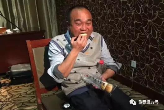 ▲4月17日,质疑鸿茅药酒是毒药的医生被取保候审。