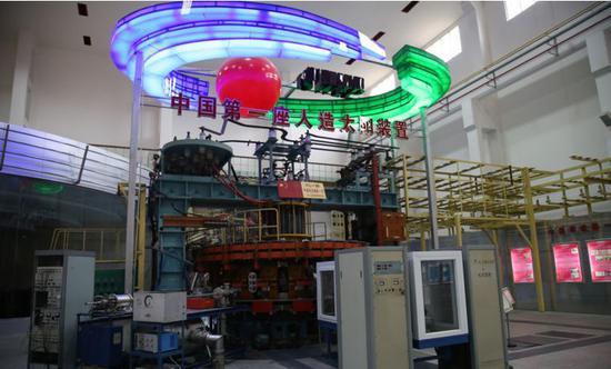 """中国第一座""""人造太阳""""装置,环流器一号(HL-1)。"""