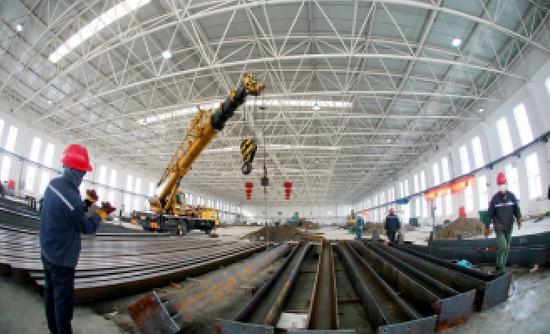 图为中国石油口罩出产线项目建立现场。中国石油/供图