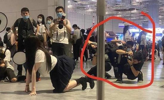从少女到警察:JK制服的爆红与困境