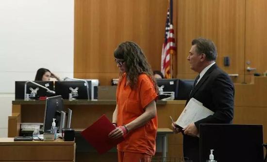 凶手戴维斯出庭受审。(新华社记者高山摄)