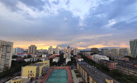 美!雨后京城,晚霞与彩虹交辉(图)图片