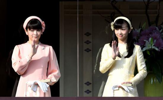 真子公主(左)与佳子公主(右)。