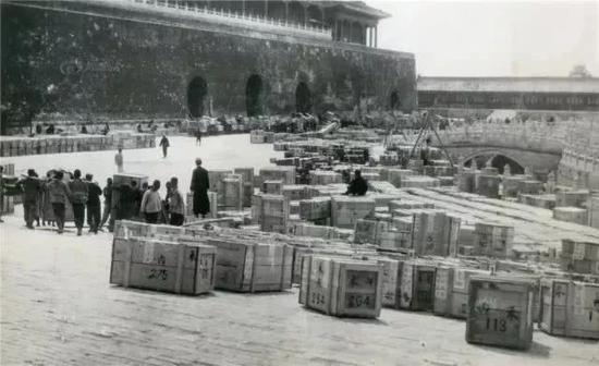 抗战爆发后故宫文物南迁,一个个木箱子,历史多么相似