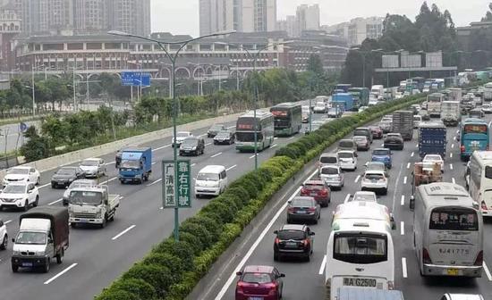 中国广州在亚洲城市拥堵排行榜上位列第8。 (新华社)