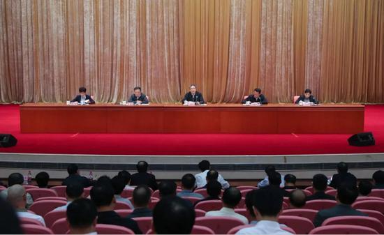 【摩天娱乐】省委书记出席摩天娱乐干部会议并发表讲话图片