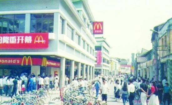 1990年麦当劳深圳光华餐厅开业以后,生意非常红火