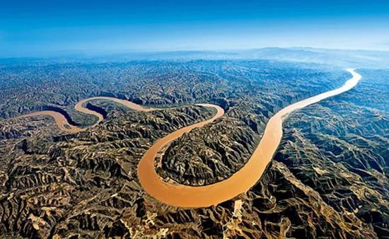 中国的母亲河——黄河,雄伟壮丽、宛若龙形。