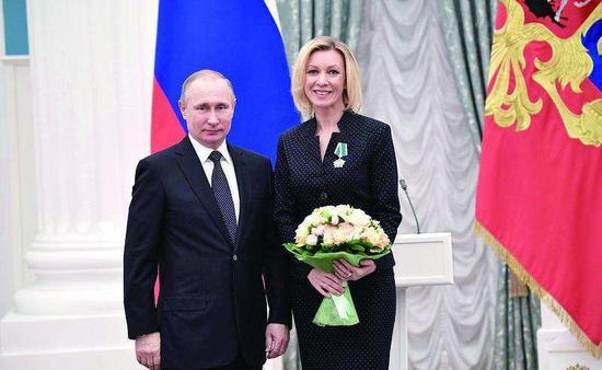 扎哈羅娃接受總統普京頒獎