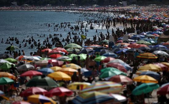 上周日(3月15日)的里约热内卢海滩。赵炎摄