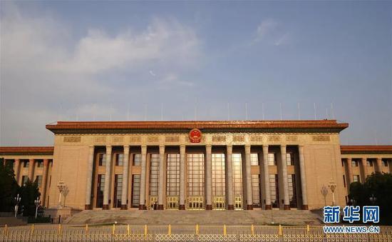 ▲这是4月29日在北京天安门广场拍摄的人民大礼堂。新华社记者 邢广利 摄