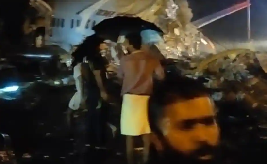 印度载191人客机滑出跑道断成两截,已致2死40伤