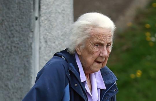 90岁老太连续数月骚扰急救热线:不在乎监禁判决