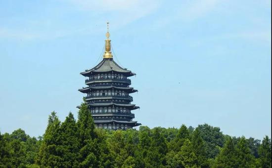 杭州一男子翻进雷峰塔遗址拿走半块砖 被行政处罚