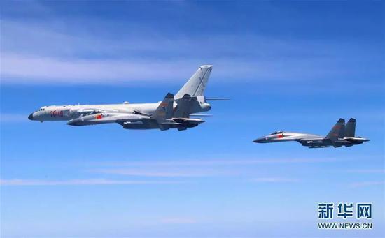 ▲人民空军4月26日出动轰-6K等多型多架战机,绕飞祖国宝岛。新华社发(吴岳鹏摄)