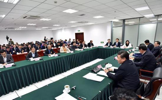2016年4月26日,中共中央总书记、国家主席、中央军委主席习近平在安徽合肥主持召开知识分子、劳动模范、青年代表座谈会并发表重要讲话。