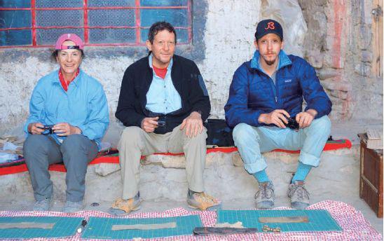 托马斯·普利兹克( 中) 、玛格夫妇及儿子大卫,2011年摄于西藏。图/受访者提供