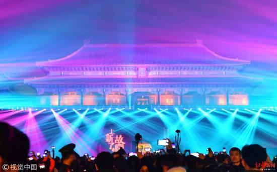 """2019年2月19日,北京,故宫""""紫禁城上元之夜""""灯光秀现场,这是故宫博物院首次开放夜场活动,也是建院94年来首次举办""""灯会"""" 图据视觉中国"""