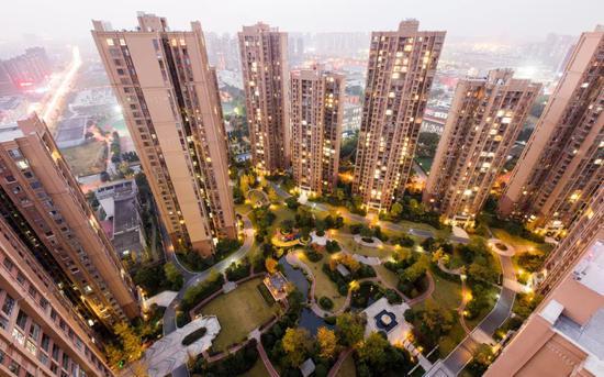「亿人」经济下降亿人房价上涨为何如此魔幻图片
