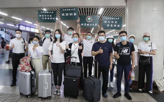 本日,北京各高校迎来了首批返校门生。拍照/新京报记者 王贵彬