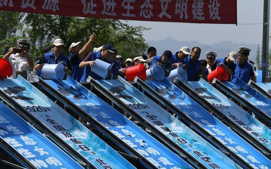 全国放鱼日 北京6万尾珍稀鱼苗同步放流图片