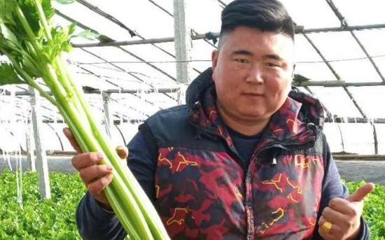 天富:菜大王赵金宝对摊位依赖小直天富接送图片