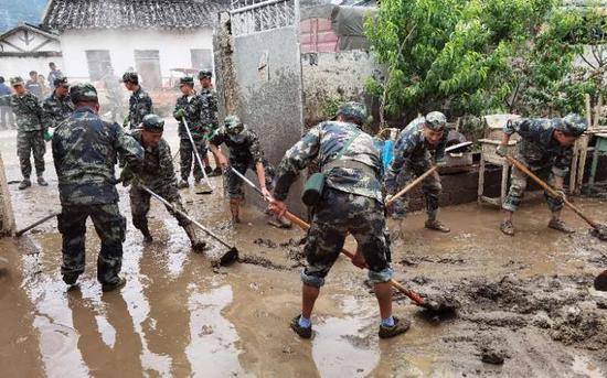 冕宁洪灾救援者:记忆中最大的洪水,希望找到更多幸存者图片