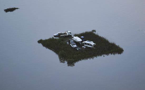 澳大利亚遭遇洪水空中画面曝光:小镇被淹 农田被毁