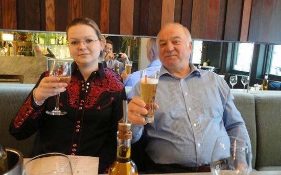俄前双面间谍谢尔盖·斯克里帕尔和女儿