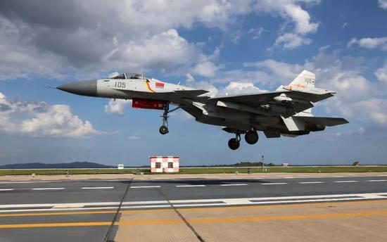 △歼-15舰载战斗机(图自视觉中国)