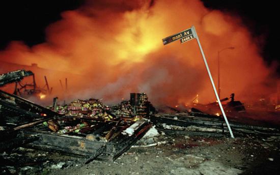 暴动中被摧誉的修建。