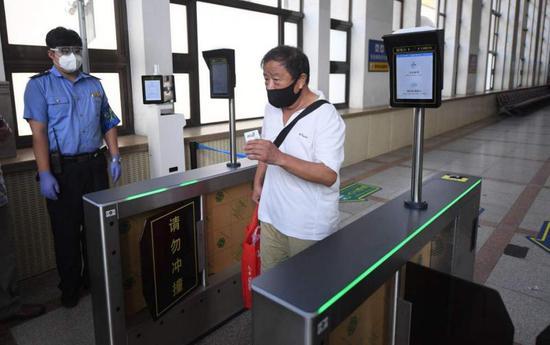 期天富官网间北京所有火车站实现无接触检,天富官网图片
