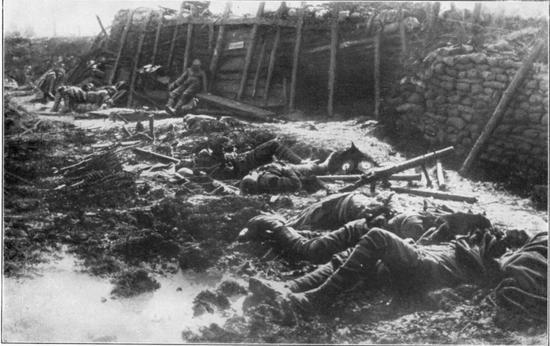 德軍一次毒氣攻擊後的英軍戰壕