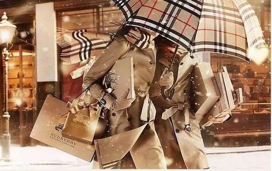 绝美英国服装史!这个时期的衣服,谁穿谁仙女!