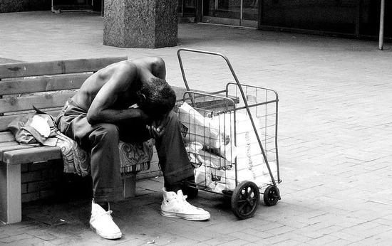在美国,交通发达的大城市为大量穷人和流浪汉提供了容身之处,疫情袭来后,他们成了最受伤的人。/WIKI