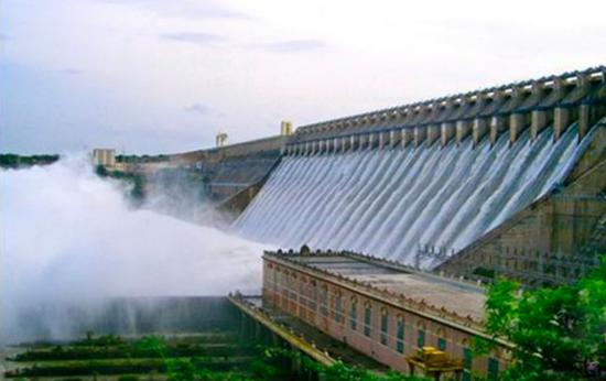 横跨克里希纳河的纳加朱纳萨加尔水坝。