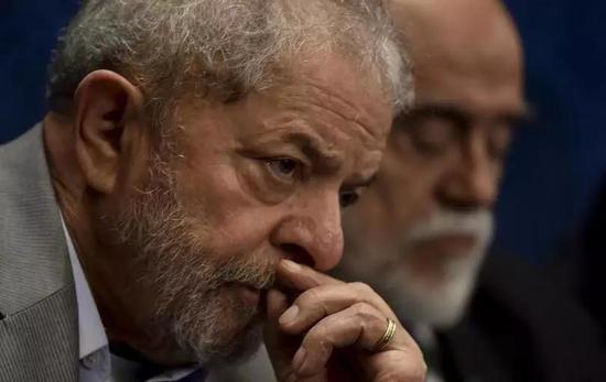 巴西前总统卢拉因贪腐罪被判12年监禁