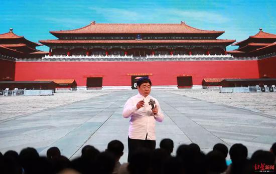 2019年1月13日,单霁翔在三亚做演讲 图据东方IC